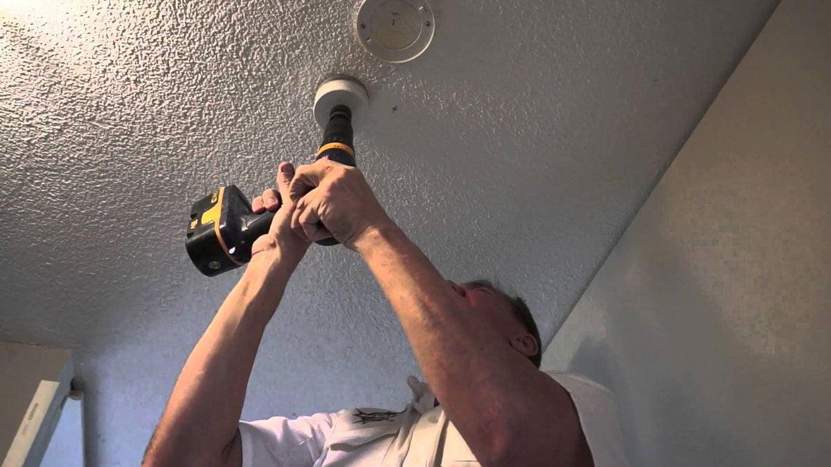 Hướng dẫn cách thay thế đèn led âm trần Rạng Đông cũ