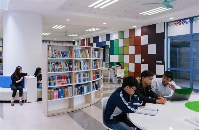 Đèn Led Rạng Đông lắp đặt ở thư viện sẽ không ảnh hưởng đến thị lực của học sinh