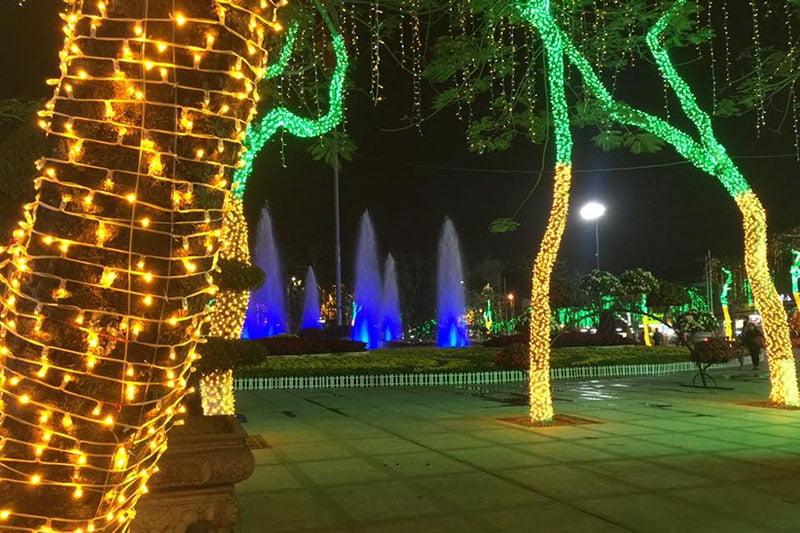 Đèn led dây trang trí ngoài công viên.