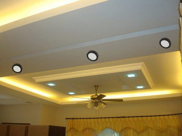 bố trí đèn ốp trần phòng khách